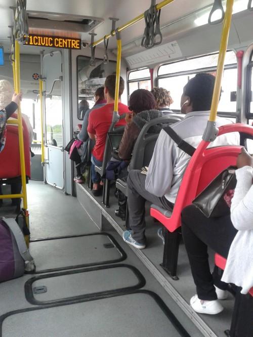Em um ônibus articulado a caminho do Centro Cívico!