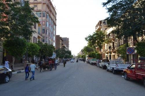 Rua que vai da estação de trem ao Nilo