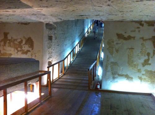 Câmara intermediária de uma tumba