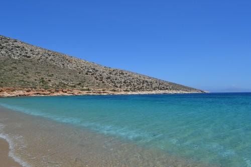 A praia em Agia Theodotis é assim