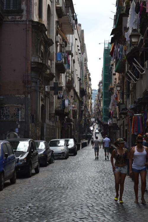 Uma rua qualquer (típica) em Napoli