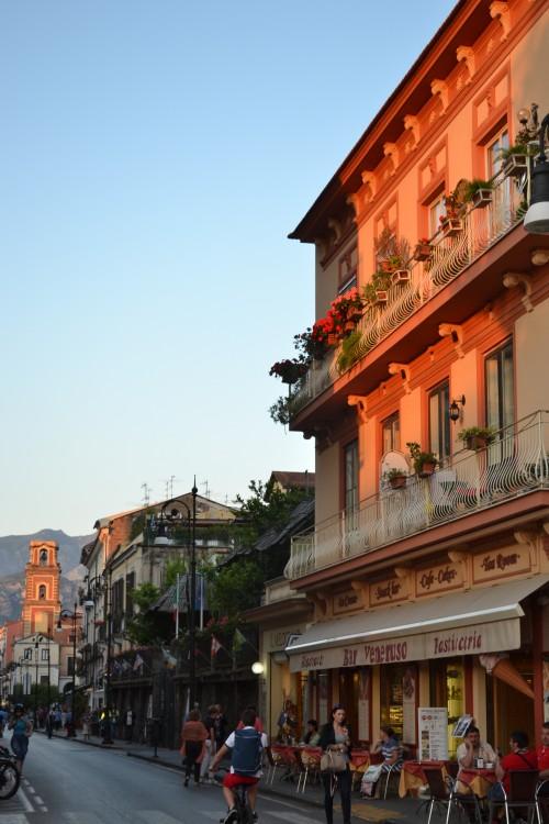 Rua principal (e quase única para não-locais) em Sorrento