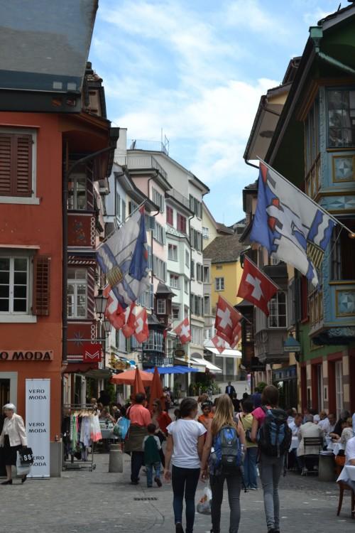 Centrinho de Zurique com turistas