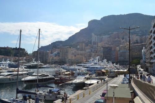 Mônaco ao fundo com a marina e chicane de F1