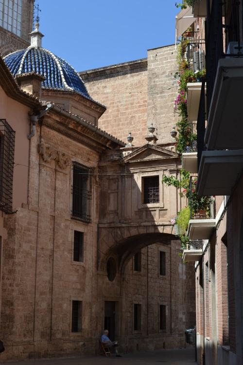 Atrás da catedral