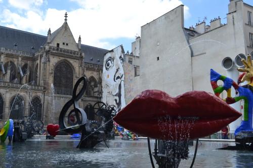 Praça Igor-Stravinsky, ao lado do Centro Pompidou