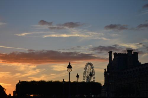 Saindo do Louvre com esse pôr-do-sol...