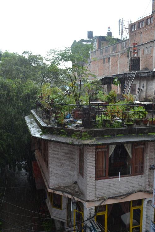 Kathmandu dando a boa vinda típica com muita chuva, todo dia
