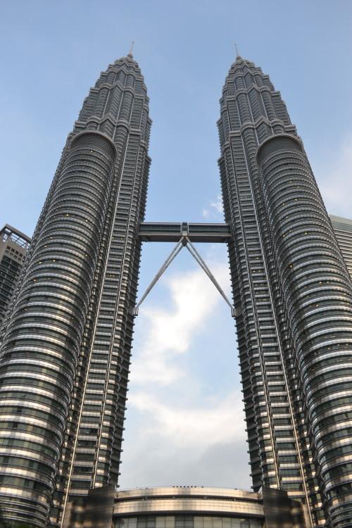 Petronas ainda de dia