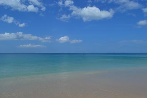 Praia exatamente em frente onde estávamos em Koh Lanta, dia típico sem nuvens e sol bom!