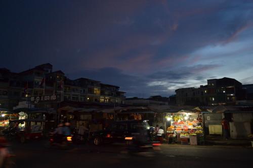Escurecendo em Phnom Penh...