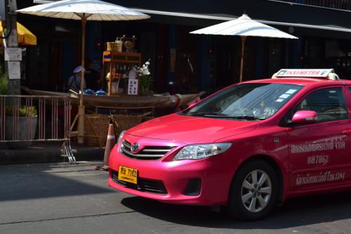 Os táxis rosa-choque de Bangkok