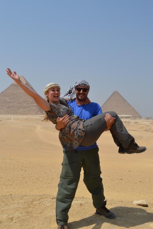 Caio provando que é forte nas Pirâmides de Giza, no Egito