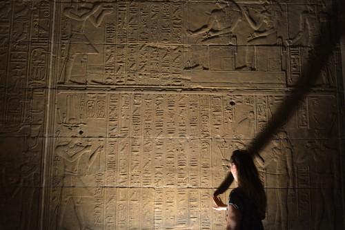 Dani no templo de Philae, em Aswan, no Egito