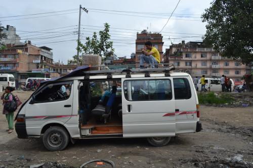 """Oito horas nisso pelas """"estradas"""" no Nepal \,,/"""