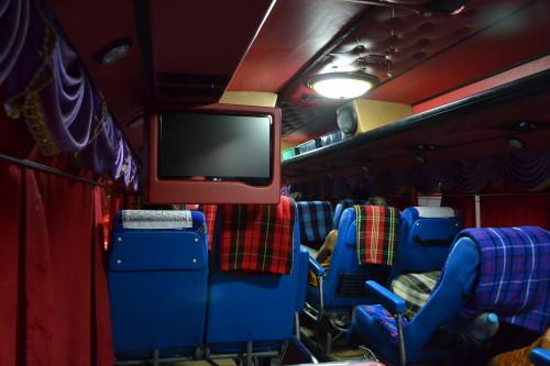 Ônibus na Tailândia são decorados por dentro, com babados e tudo
