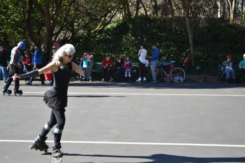 Roller disco no Golden Gate Park, pessoas ainda chegando