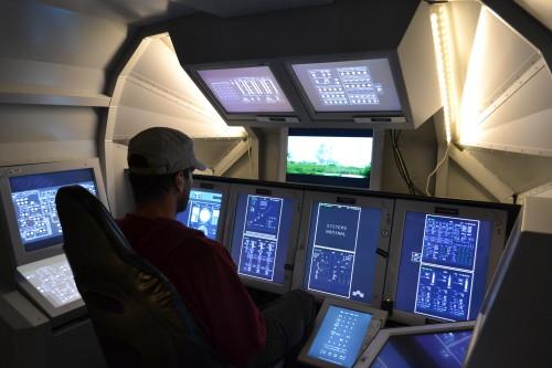 Cabine simulando lançamento de ônibus espacial no Ames