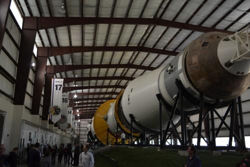 Saturn V visto da ponta onde fica a cápsula de pouso